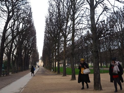 Surfaced paths give fast, smooth routes along the formal allées.