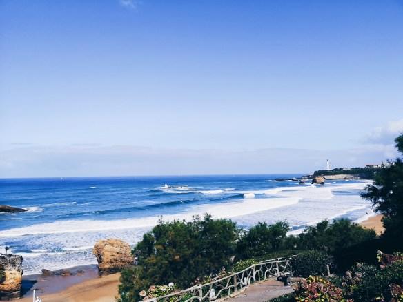 vue sur l'Océan Antlantique et le phare de Biarritz