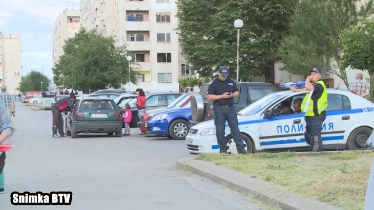 """Разкритие: Тарторът на ромите, млатили полицаи с винкели, е с близо 100 криминални регистрации! Именно заради Валентин миналото лято пламна """"Ботунец"""""""