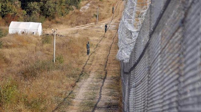 Към България напират от юг стотици нелегални мигранти, натискът се засилва