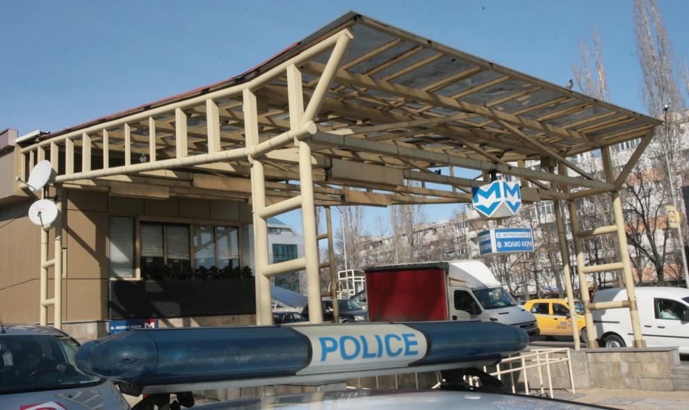Страшен екшън в софийското метро: Арабин извади нож, нападна младеж и...
