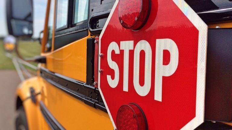 Кой е по-голям престъпник? Пияният шофьор на училищен автобус с 14 постановления за нарушения или МВР, което го пуска отново на пътя?!