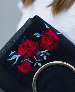 Blumen Stickereien Trend, weißes Sommeroutfit, Clutch mit Blumen Stickereien, gestreifte Culotte, Lack Pumps, bezauberndenana.de