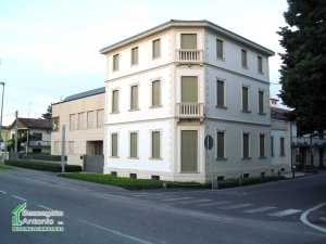 Stabile Camposampiero (PD) Via Montegrappa
