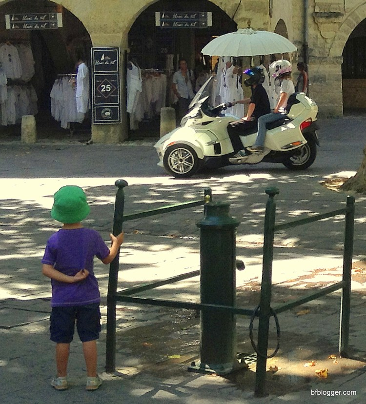 Cycles in Uzes