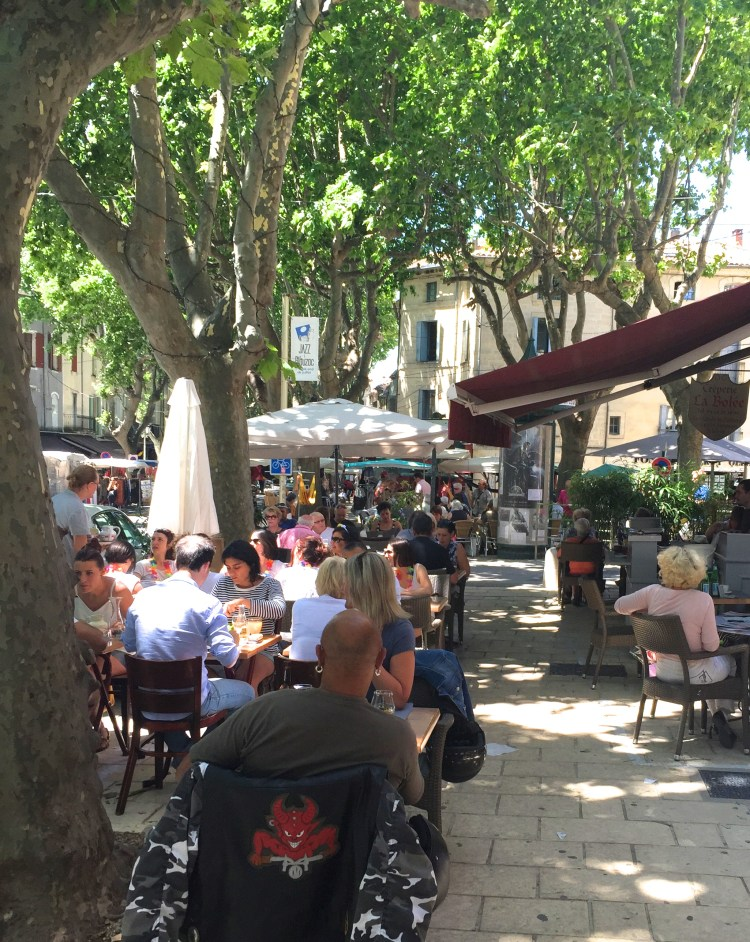 ... and sidewalk cafes filled to the brim...
