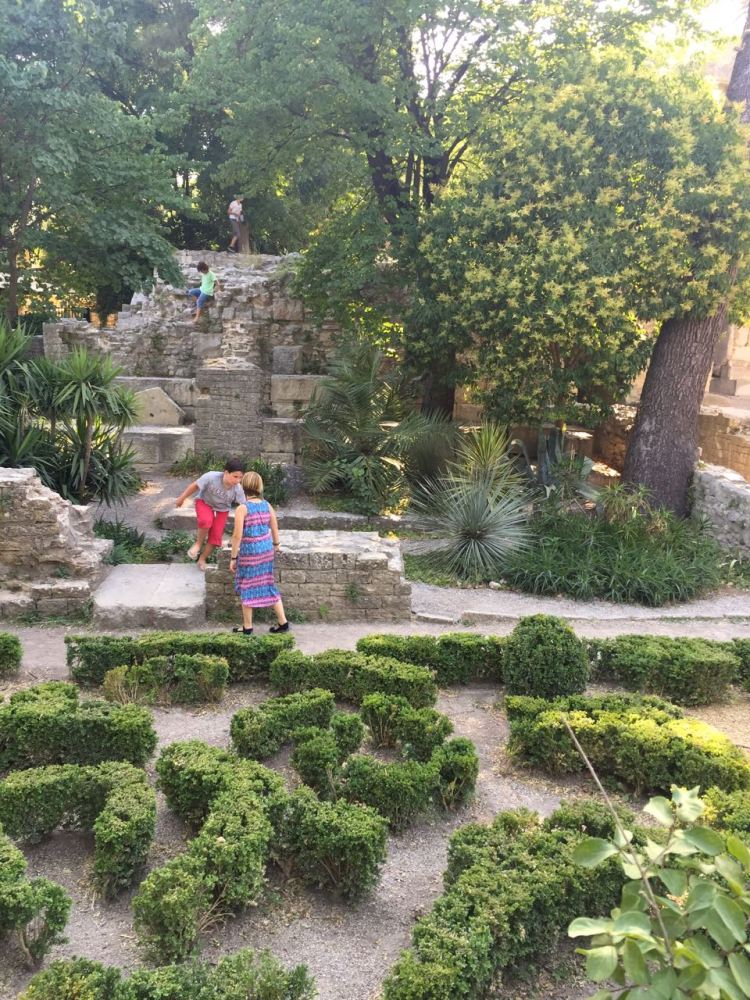Playing in the Jardins de la Fontaine