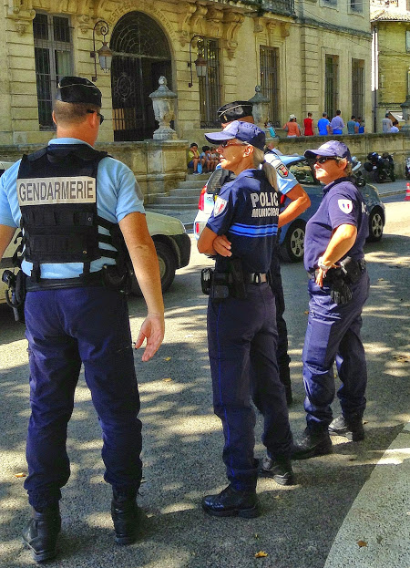 Uzes gendarmer and police