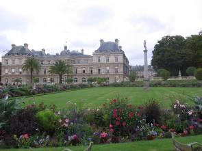 Jardin du Luxembourg - Cobblestone and Vineyard