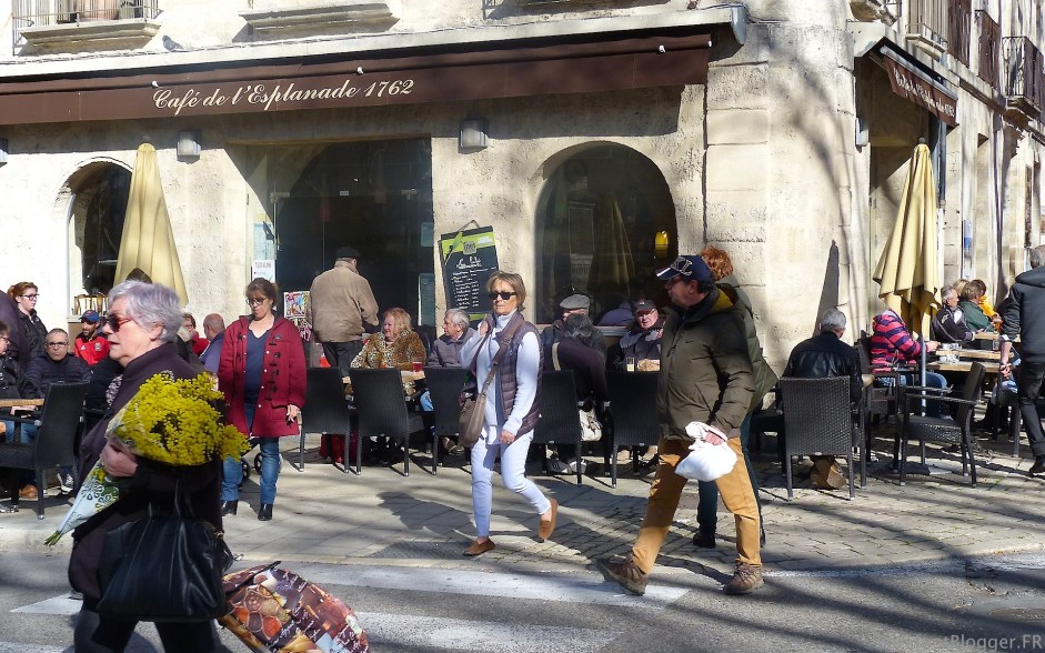 Winter market in Uzes