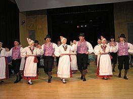 Estonian folk dancers in Rapla.