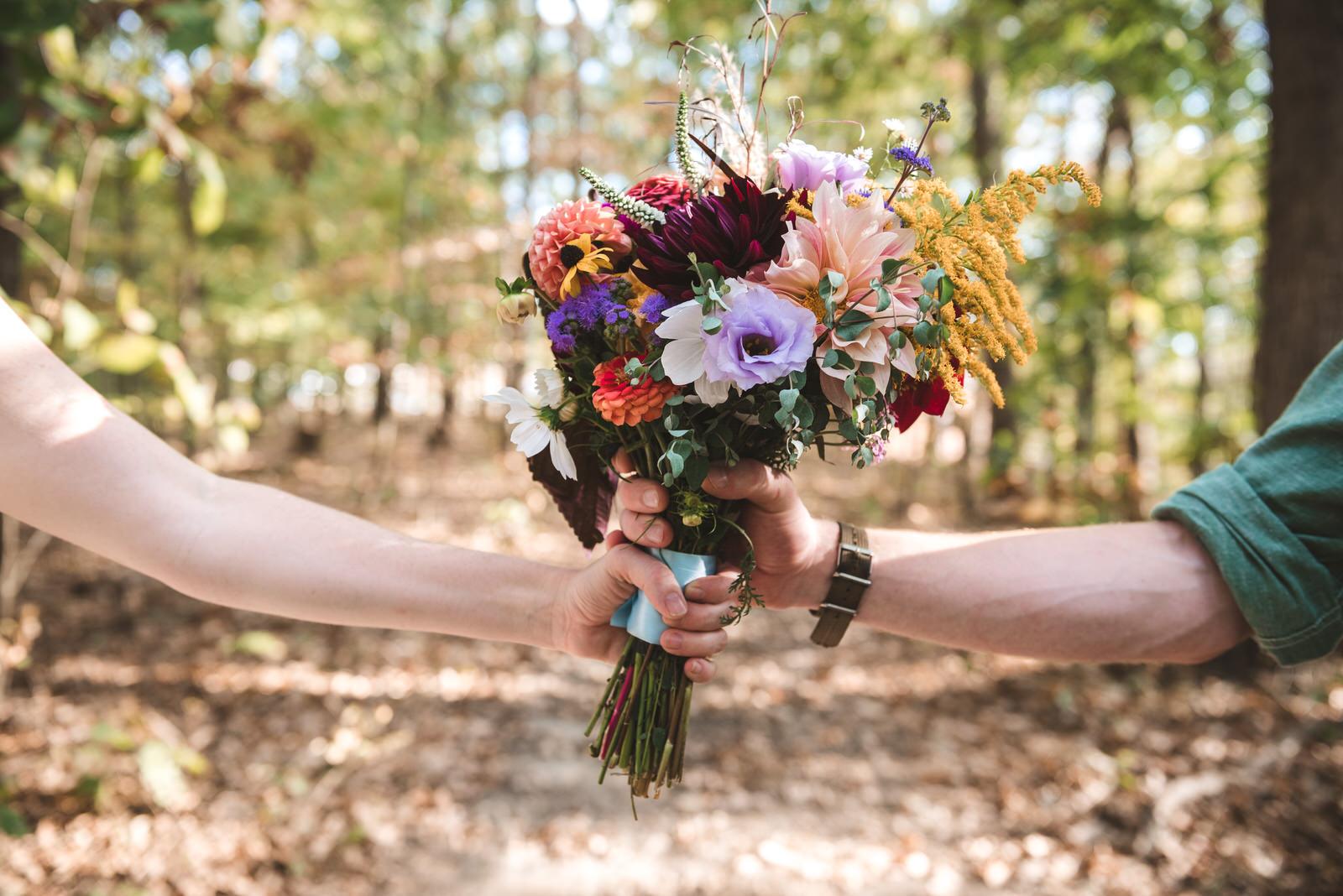 boho-wedding-bouquet-outside
