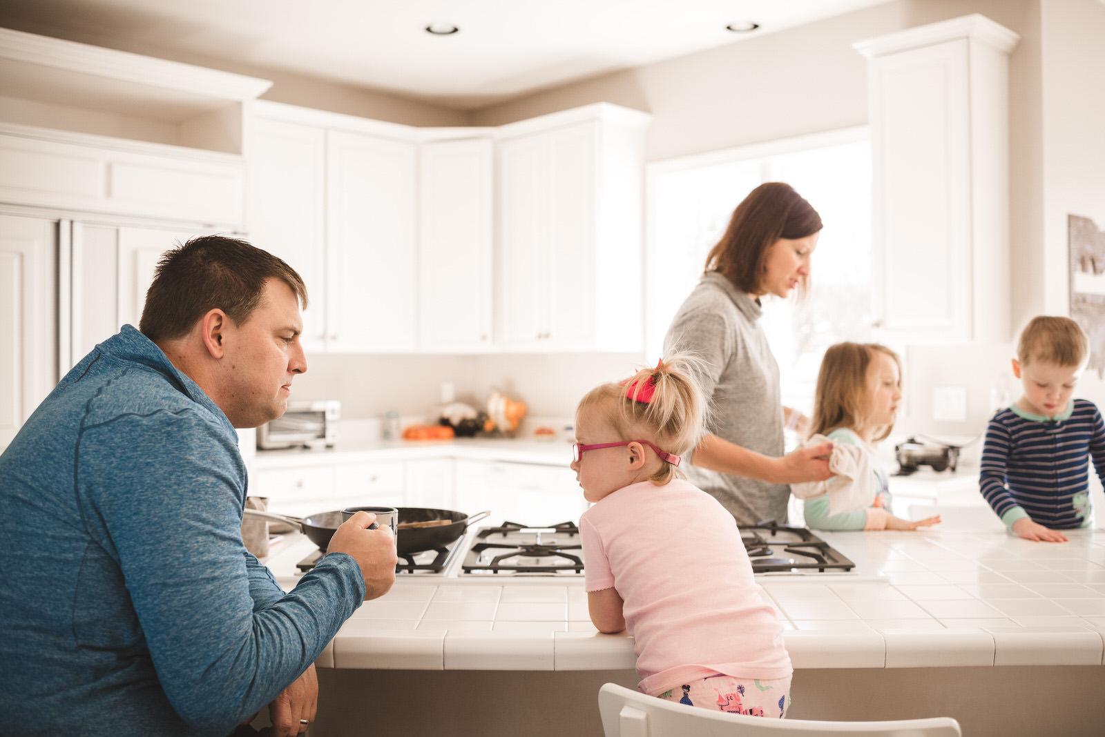 breakfast-family-home