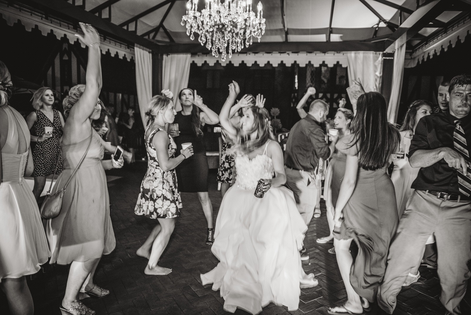 dancing at zenner house wedding