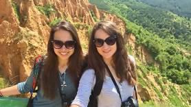 Ели и Нина на Стобските пирамиди