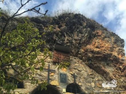 Входа-на-пещерата-на-света-Петка-трънско