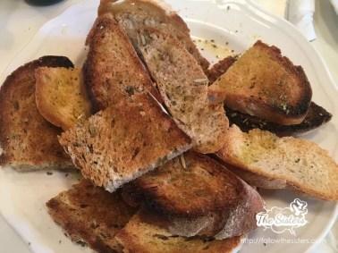Домашно-изпечен-хляб-с-подправки