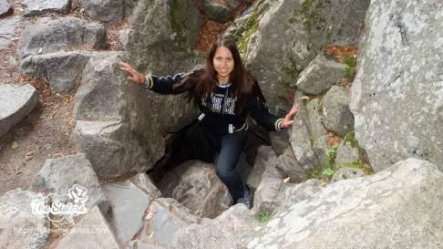 Ели-излиза-от-пещерата-на-Свети-Иван-Рилски