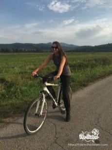 Ели-на-велосипед-някъде-по-пътищата-около-Трън