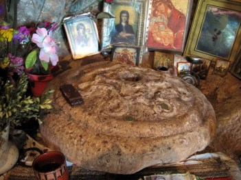 Каменната-пита-на-света-Петка-Трън