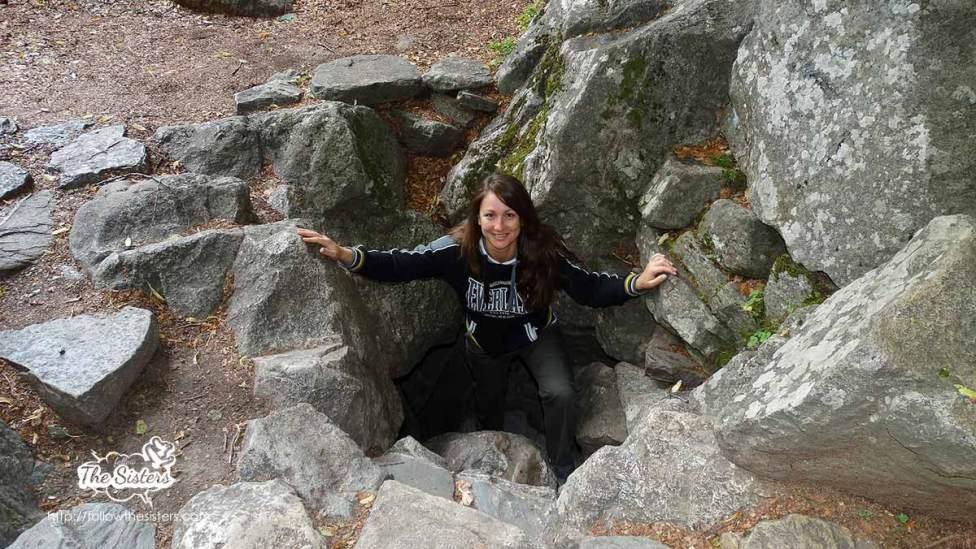 Нина-излиза-през-пещерата-на-Свети-Иван-Рилски