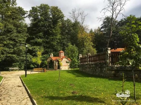 Сладък-параклис-в-парк-Рила-Дупница