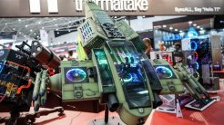 8) Thermaltake Fighter Plane: El estudio tailandés Suchao Prowphong utilizó los dos ventiladores LED RGB de este equipo como excusa para crear este transporte futurista de gran tamaño inspirado de los helicópteros de la película Avatar.