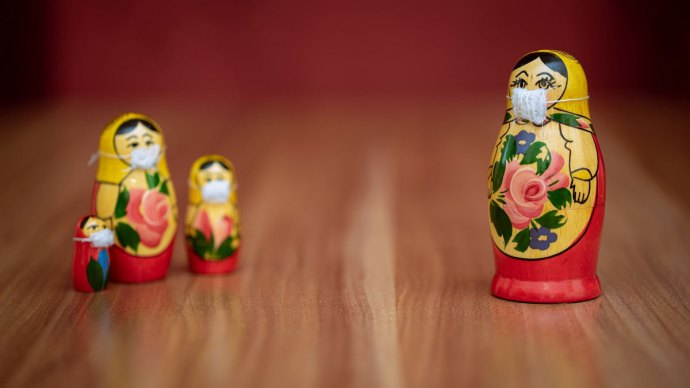 Russian dolls wearing facemasks - Social distancing etiquette