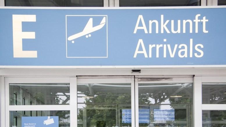 airport-178198_960_720