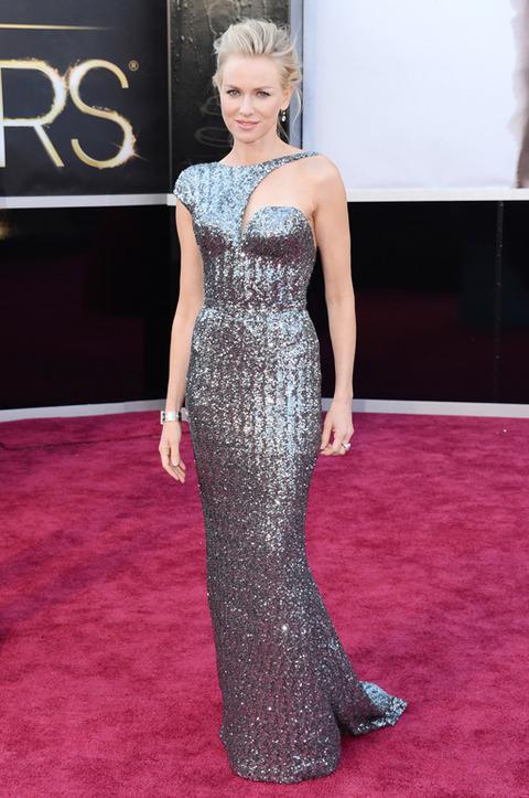 Naomi Watts en la alfombra roja de los Premios Oscar 2013