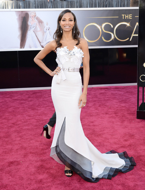 Zoe Saldana en la alfombra roja de los Premios Oscar 2013