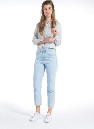 Mud Jeans Cropped Mimi in Sun Stone, €98.00, Photo Cred: Mud Jeans