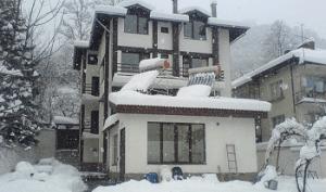 къща за гости ариранг черни осъм