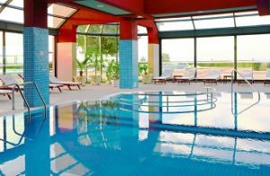 басейна на Парк и СПА Хотел Марково