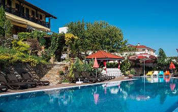 басейна на Семеен Хотел Чифлика