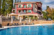 Топъл минерален басейн на СПА хотел Синтика Сандански