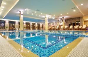 вътрешен басейн наГранд Хотел Велинград