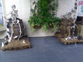 Skeleton (w/ Broom) VS. Rats