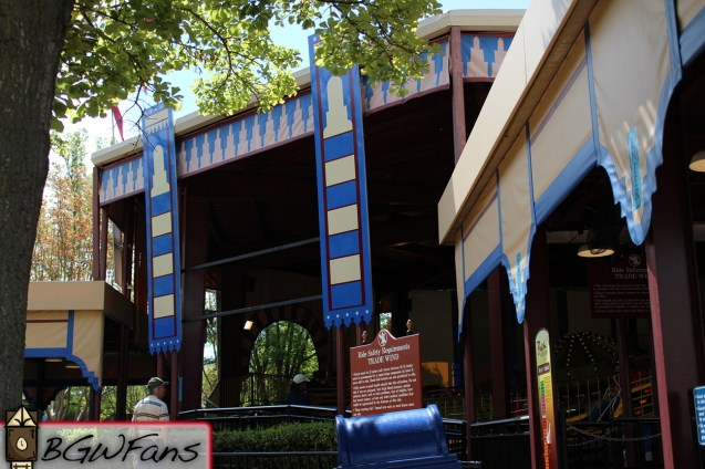 Speaking of a lack of signage, Tradewinds, the park's Music Express still doesn't have its banners either. It's quite sad actually
