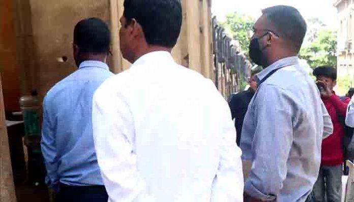 """NCB की टीम पहुंची शाहरुख के """"मन्नत"""" अनन्या पांडे को पूछताछ के लिए बुलाया"""