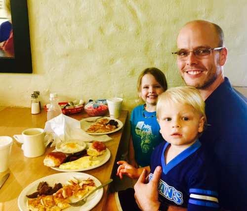 Family having breakfast at Bogue's