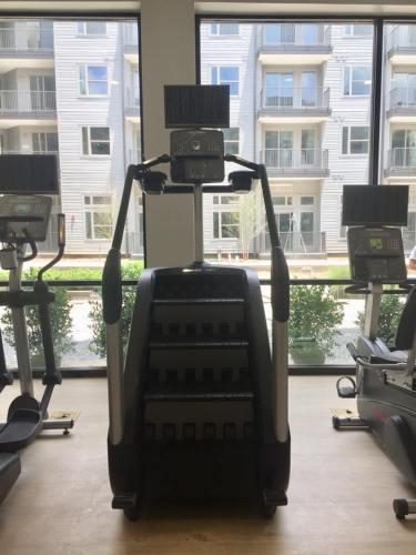 Birmingham, Alabama, the Metropolitan, Lakeview 24/7 fitness center