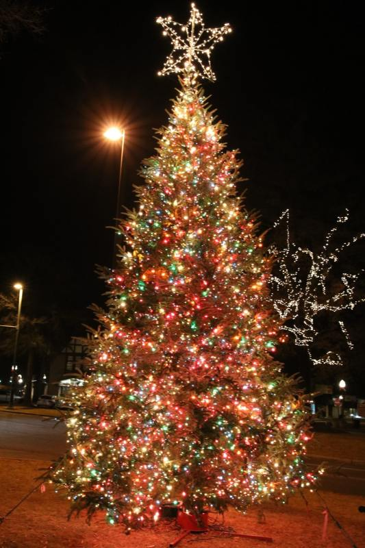 Birmingham, Mountain Brook, Crestline Village, Driver's Way, Christmas lights, display lights, Christmas decorations