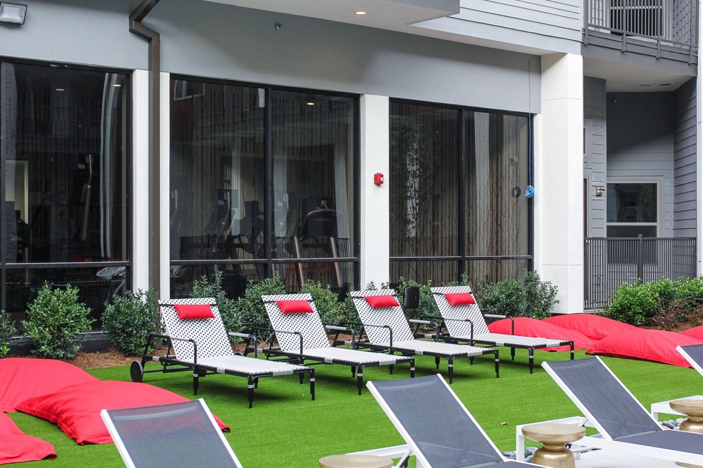 Birmingham, Alabama, The Metropolitan, UAB medical student housing options, pool, lounge chairs