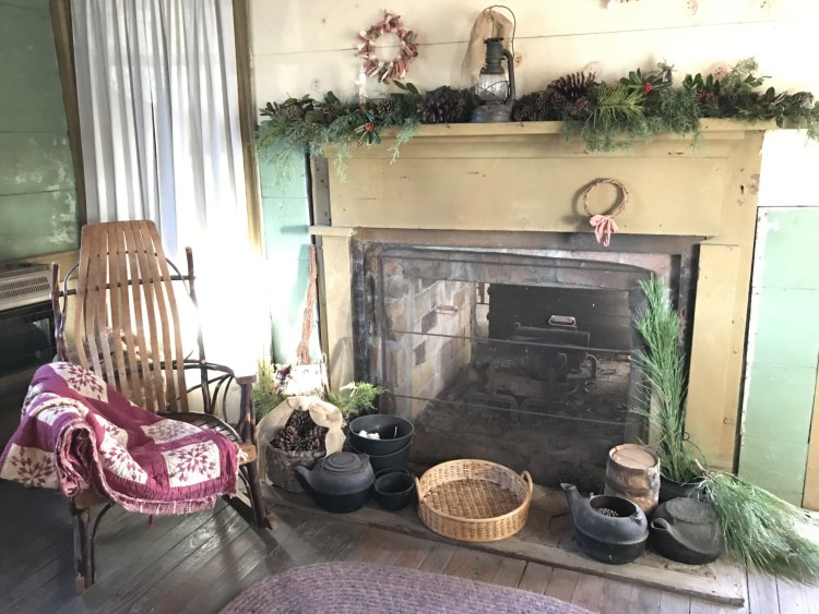 Bessemer, McCalla, Alabama, Eastern Valley Road, West Jefferson County Historical Society, Christmas Heritage Tour, Pioneer Homes, Owen House, mantel, rocking chair quilt