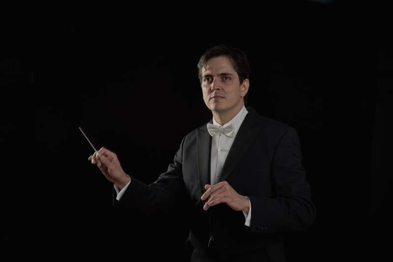 Carlos Izcaray Conducting