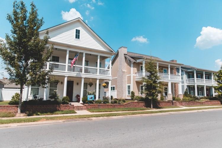 Many porches at Hillsboro