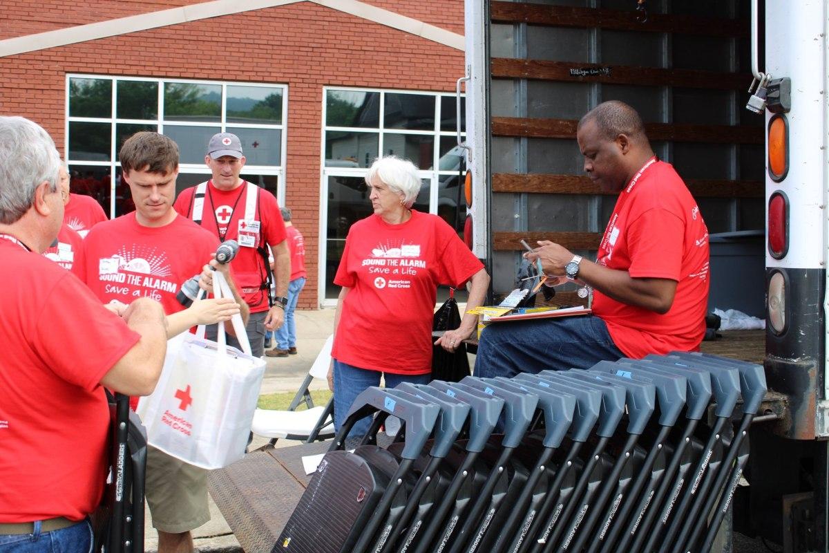 Red Cross awards Jeff Stone alongside Brasfield & Gorrie for their volunteer efforts in Birmingham and beyond