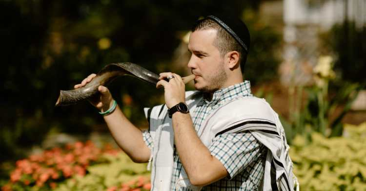 A congregant from Temple Beth-El Birmingham blowing the shofar at The Birmingham Botanical Gardens
