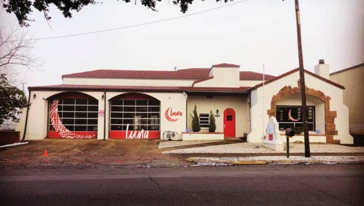 Storefront of Luna Latin